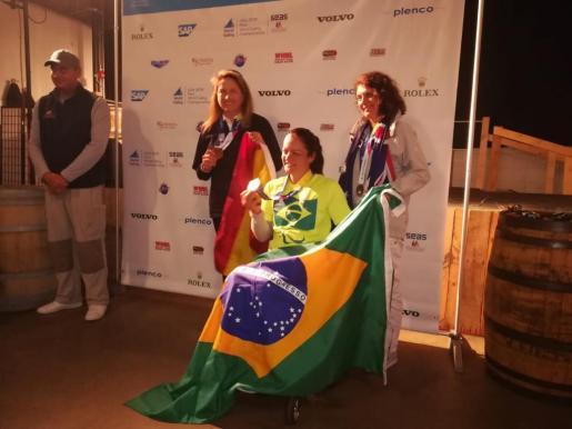 Violeta del Reino, a la izquierda de la imagen, en el podio del Mundial de Estados Unidos.