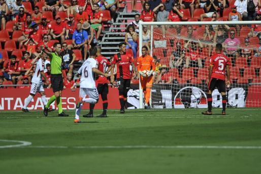 Antonio Raíllo, en un lance del partido disputado ante el Albacete.