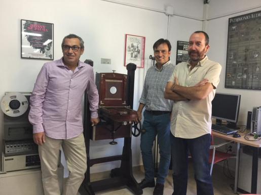 El vicepresidente Miralles, el director insular de Cultura, Rafel M. Creus y el responsable de l'ASIM, Francesc X. Bonnín.