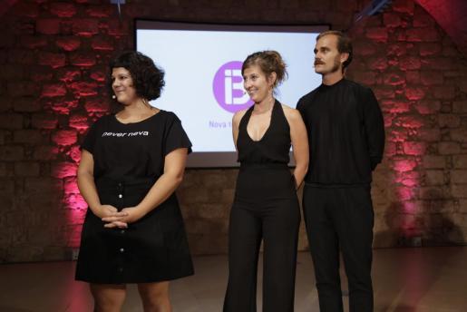 Esther López, Maria Bauçà y Josep Orfila, actores de la serie 'Mai neva a Ciutat'.