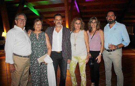 Vicente Tous, Lina Miró, y Víctor, Marta, Marga y Xisco Enseñat Miró.