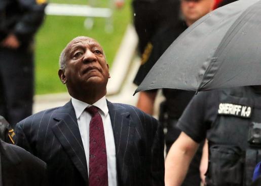 Bill Cosby llegando a los juzgados.