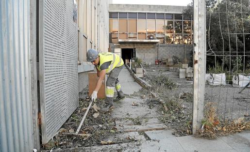 Endesa ha dado comienzo a los trabajos de limpieza y adecentamiento del edificio de Gesa.