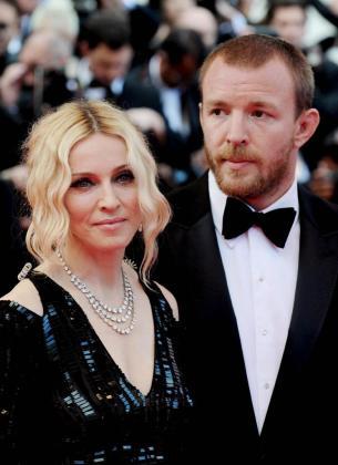 El director Guy Ritchie, junto con la cantante Madonna, cuando eran matrimonio.