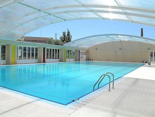 La piscina cubierta de Santa Margalida está cerrada desde el año 2008 .