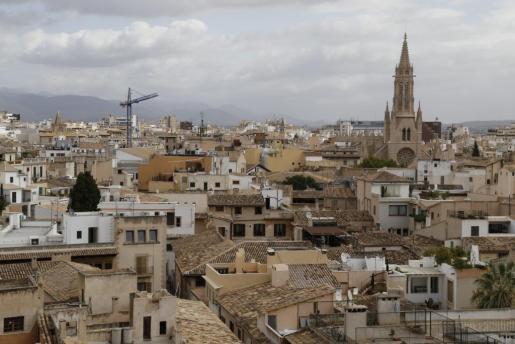 La compraventa ha bajado en Palma y otros municipios de las Islas.