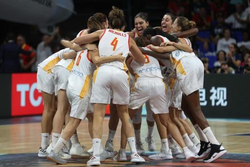 Las jugadoras de la selección española celebran su victoria sobre el combinado de Bélgica.