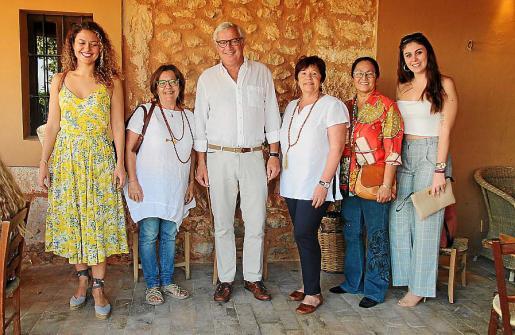 Ana María Balaguer, Lourdes Terrasa, Josep Lluís Roses, Esperanza Oliver, Grace García y Noelia Oliver.