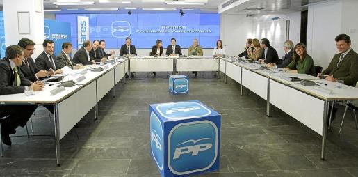 El líder del PP y futuro presidente del Gobierno, Mariano Rajoy, se reunió con los presidentes autonómicos de su partido.