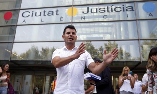 Javier Sánchez Santos pide ser reconocido como hijo del cantante Julio Iglesias.