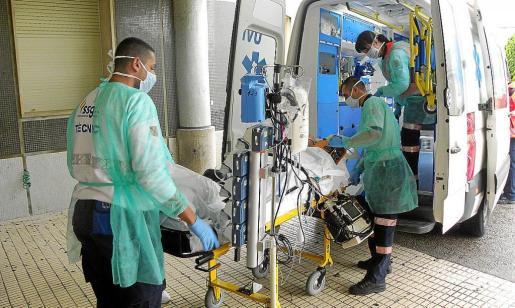 Las enmiedas del PP garantizan que el personal médico podrá compatibilizar su trabajo en la empresa privada.