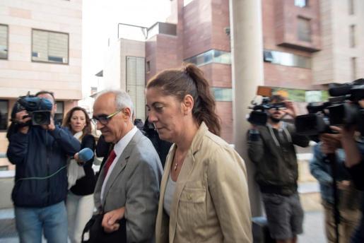 Margarita Garau, madre de Nadia, a la llegada a la Audiencia de Lleida.