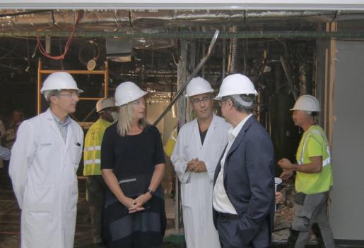 La consellera Patricia Gómez y el director gerente del hospital, Josep Pomar, visitaron las obras.