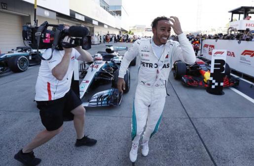 Lewis Hamilton celebra su victoria este domingo en el Gran Premio de Japón.