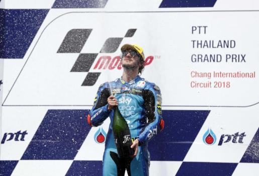 Francesco Bagnaia celebra su victoria este domingo en la carrera del Gran Premio de Tailandia de Moto2.