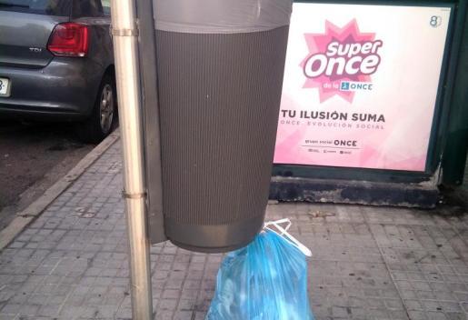 Bolsas de basura en papeleras
