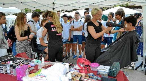 La plaza Ramon Llull acogió la semana pasada la I muestra de personas emprendedoras con una gran acogida.