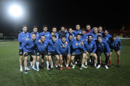 Imagen de los futbolistas del Alcúdia. FOTO: PERE BOTA.