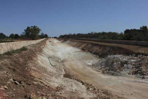 Las obras están completamente paradas y han arrasado el Camí de Son Burguet bajo el que se prevé que pase la nueva carretera.