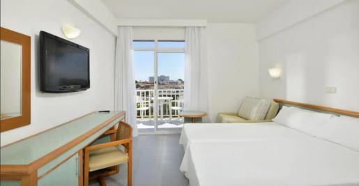 Imagen de una habitación del hotel Sol Cala Antena.