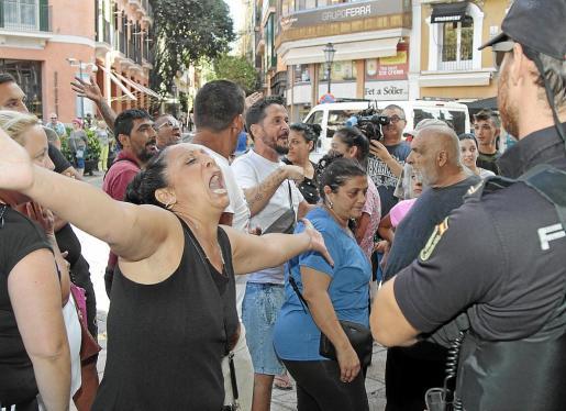Unos treinta vecinos de Son Banya se concentraron el pasado 27 de septiembre en las puertas del Ajuntament de Palma.