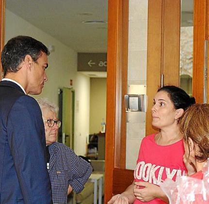 Cati Pol explica su situación a Pedro Sánchez.