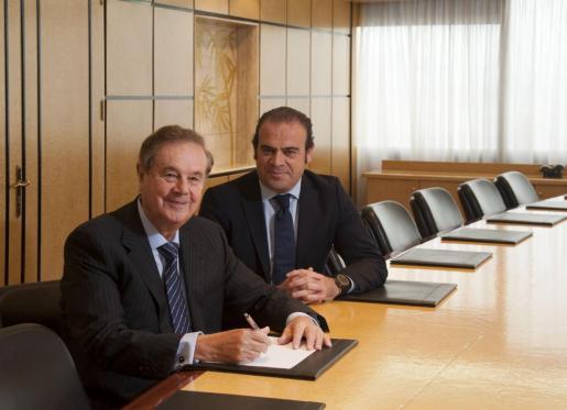 Gabriel Escarrer Juliá junto a su hijo Gabriel Escarrer Jaume
