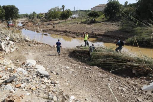 Los esfuerzos de los equipos de rescate prosiguen este viernes en la zona afectada por las graves inundaciones.