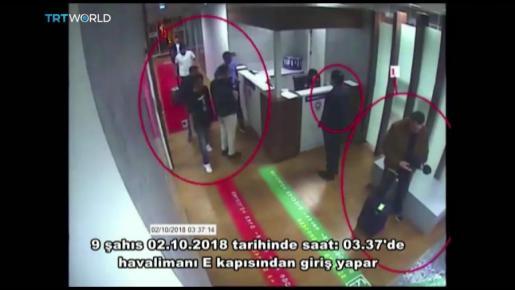 Fotografía cedida por el periódico turco Sabah y obtenida de un vídeo de un circuito cerrado de televisión policial que muestra a un grupo de hombres saudíes supuestamente involucrados en la desaparición del periodista saudí Jamal Khashoggi a su llegada al aeropuerto Ataturk en Estambul (Turquía), el 2 de octubre del 2018.