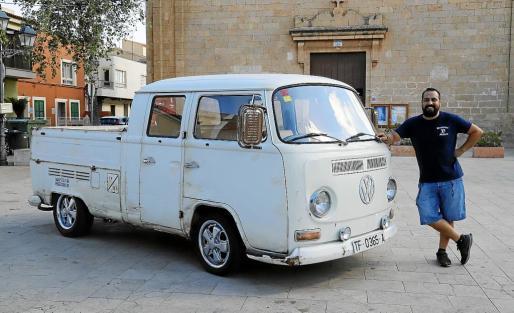 Francisco Javier Martín compró en Canarias esta preciosa furgoneta Volkswagen T-2 Doka de 1972