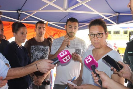 La consellera Catalina Cladera atiende a los medios de comunicación en el centro de control del operativo de Sant Llorenç.