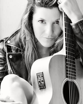'Out Of My Blue' es el título del cuarto disco de Alejandra Burgos.