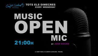 Jose Docen dirige el micro abierto del Novo Café Lisboa