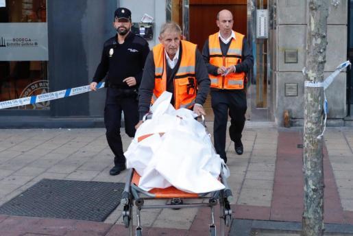 La Policía ha hallado muerta a una mujer de 75 años en Valladolid, en un domicilio de la Plaza Circular, donde los investigadores trabajan para esclarecer cómo se produjo el fallecimiento.