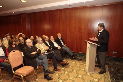 El público siguió con mucha atención la charla.