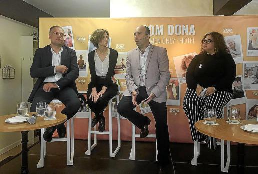 Llorenç Pou, Bel Oliver, Joan Enric Capellà y María José Aguiló, durante la presentación