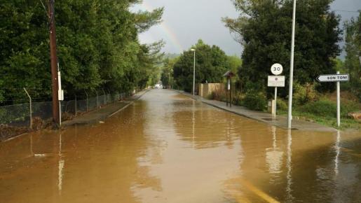 Calles inundadas en el municipio de sa Pobla.