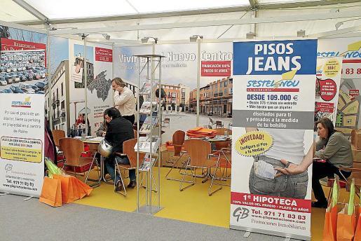 Una feria inmobiliaria en Palma. La crisis afecta también a las notarías de Balears.