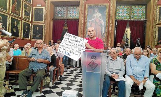 Actualmente las entidades o colectivos pueden intervenir en el pleno, pero no hay diálogo con los partidos.