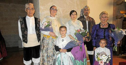 Pedro Domenech, Pilar Sánchez, Susana Domenech, presidenta del Centro Aragonés, Miguel Ángel Manzaneda, María Tizón y Noelia y Martina Manzaneda.