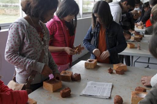 Cada día son alrededor de 600 los escolares que visitan la feria y participan en los talleres educativos.