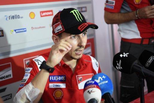 Jorge Lorenzo atiende a los medios durante el pasado Gran Premio de Japón.
