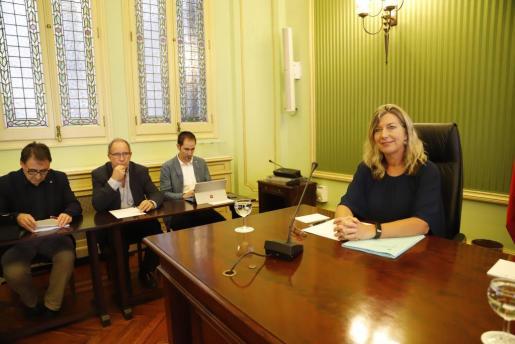 Imagen de la comparecencia Patricia Gómez en Son Espases.