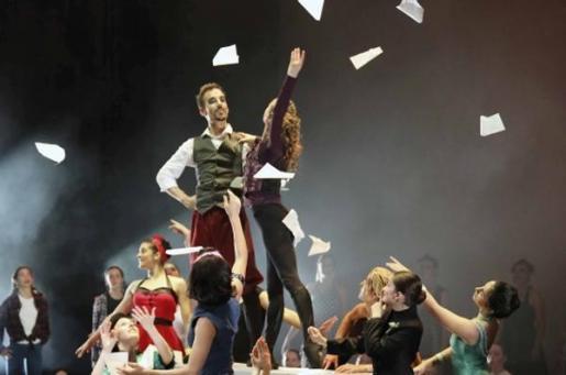 'La volta al món' es un espectáculo de la compañía de danza Pasodos.