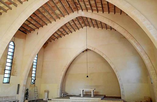 Interior de la iglesia de Cala Sant Vicenç, que ha dejado de ser oficialmente un lugar de culto.