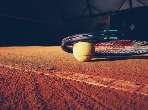 En la trama vinculada con el tenis no figura ningún jugador profesional de renombre.