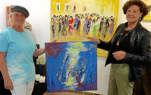 Anna Lisa Eller y Francisca Llabrés con la obra finalizada.