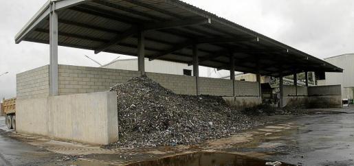 Las plantas de lodos y compostaje resultan a menudo molestas al vecindario debido al hedor que desprenden.