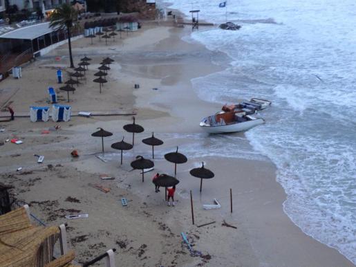 Así ha quedado la playa de Cala Major tras el temporal de este martes por la noche.