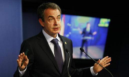 El todavía presidente del gobierno español, José Luis Rodríguez Zapatero, fotografiado durante la rueda de prensa posterior a la cumbre de jefes de estado y de gobierno de la Unión Europea.